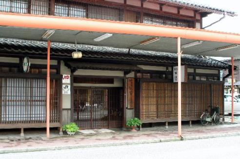 Exterior of small town Tanabe Ryokan in Tanagawa